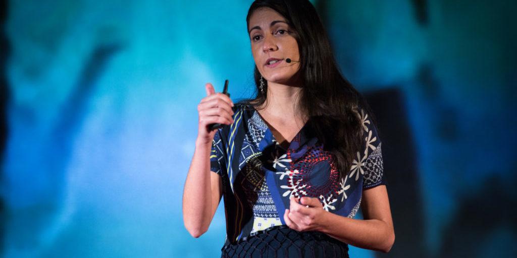 Rosa Maria onstage 2